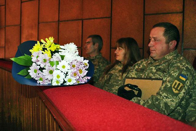 Відзнаками міського голови нагородили кращих військовослужбовців