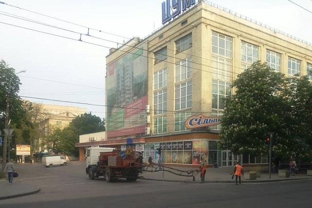 Міське дорожнє управління здійснює ремонт у центрі міста