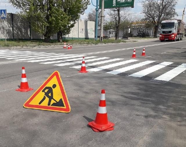 На дорогах Херсона рисуют профессионалы