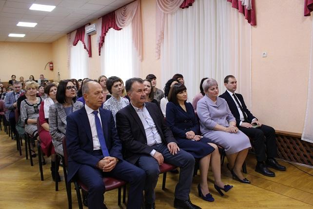 Володимир Миколаєнко нагородив кращих педагогів міста